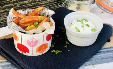 Sweet potato chips with dip